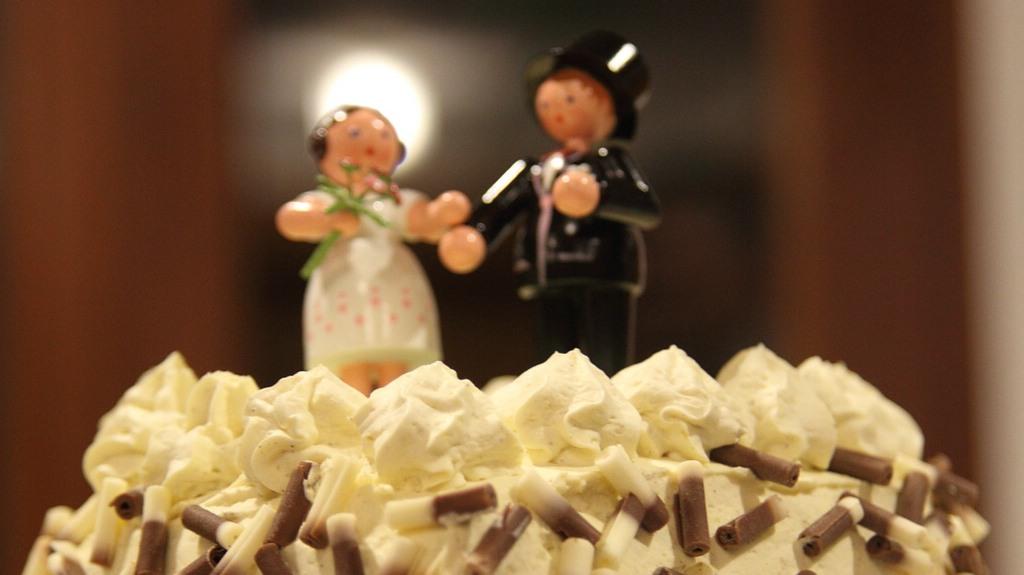 Brautpaar auf Joajos Hochzeitstorte