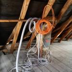 Leitungskanal-Auslässe auf dem Dachboden