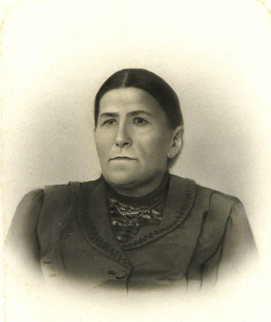 Josefine Flaig, geb. Kotz (*1852 in Mühringen; †1913 in Lackendorf). [Seite 7]