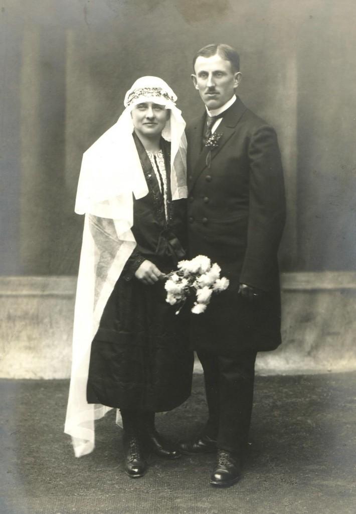 Johannes (*1889; †1966) und Afra Flaig (*1895; †1940), geb. Wiedemann; Hochzeit 1927. [Seite 12]