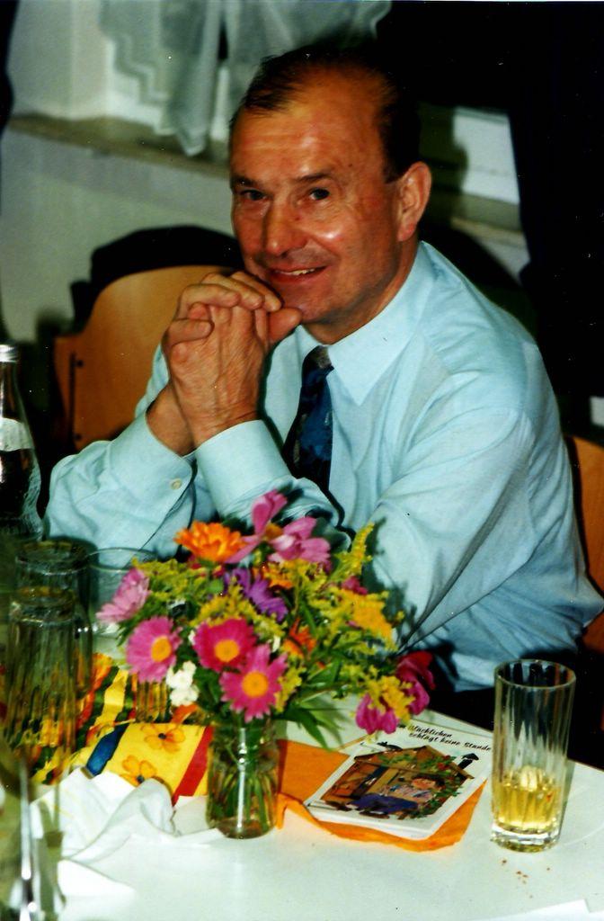 Arnold Flaig (*12.5.1939) bei seinem 50. Geburtstag. [Seite 14, rechts]