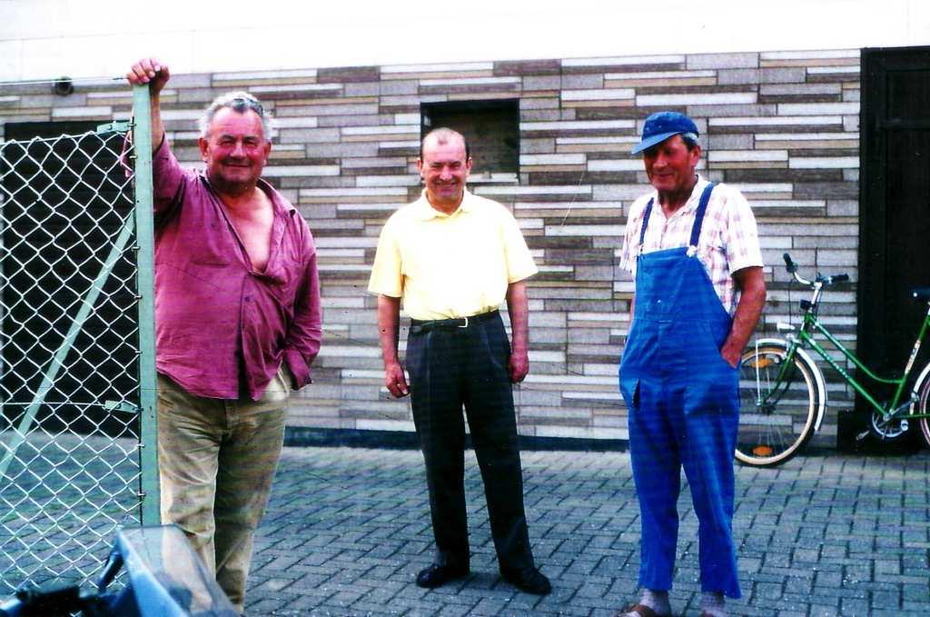Von links: Hermann (*1928), Arnold (*1939) und Alois Flaig (*1930; †2004). [Seite 16]