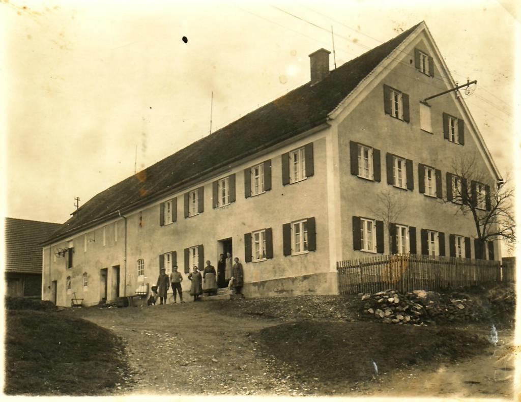 Bobingen, Venusberg 6 (bei Augsburg) in den 1930er Jahren. [Seite 17]