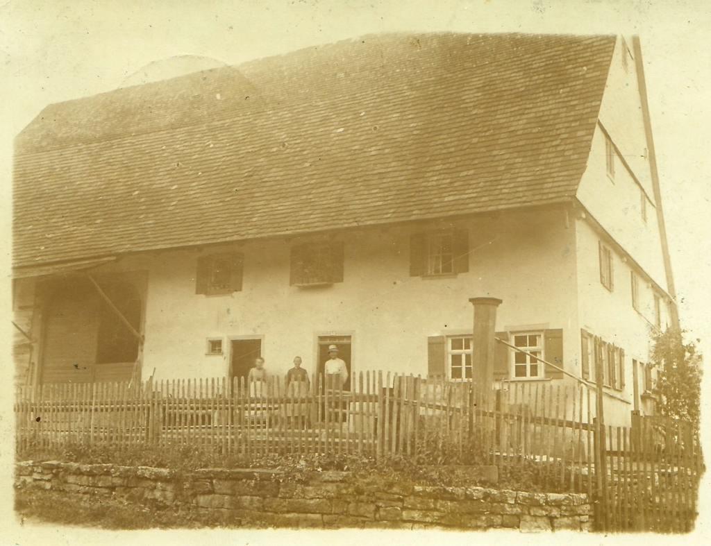 Ketterer's Haus in Dunningen, heute Oberndorfer Straße 8. [Seite 22]