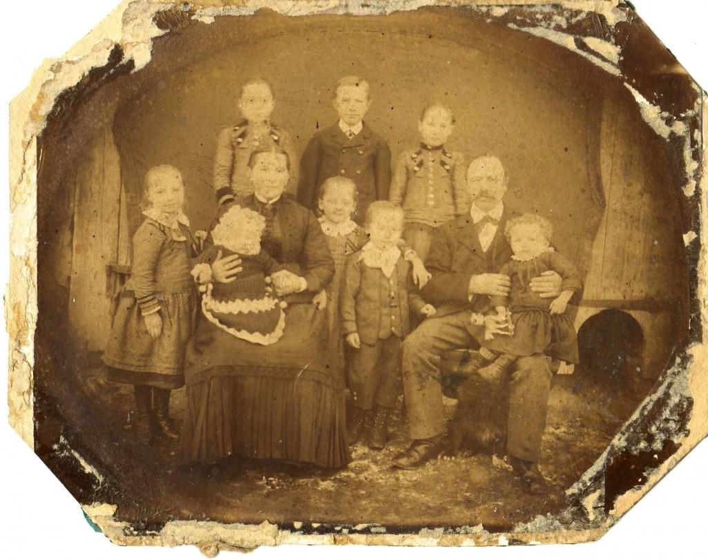 Vermutlich Familie Theodor Schaumann um 1900. [Seite 42]