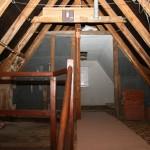 Bestand: Sauerkrautplatten und Teppiche für ein Dachbodenzimmer