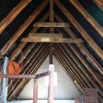 Unnötige Verstrebungen und Wechsel im Dachstuhl entfernen