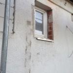 Altes Klofenster, überall Leibungen vergrößert