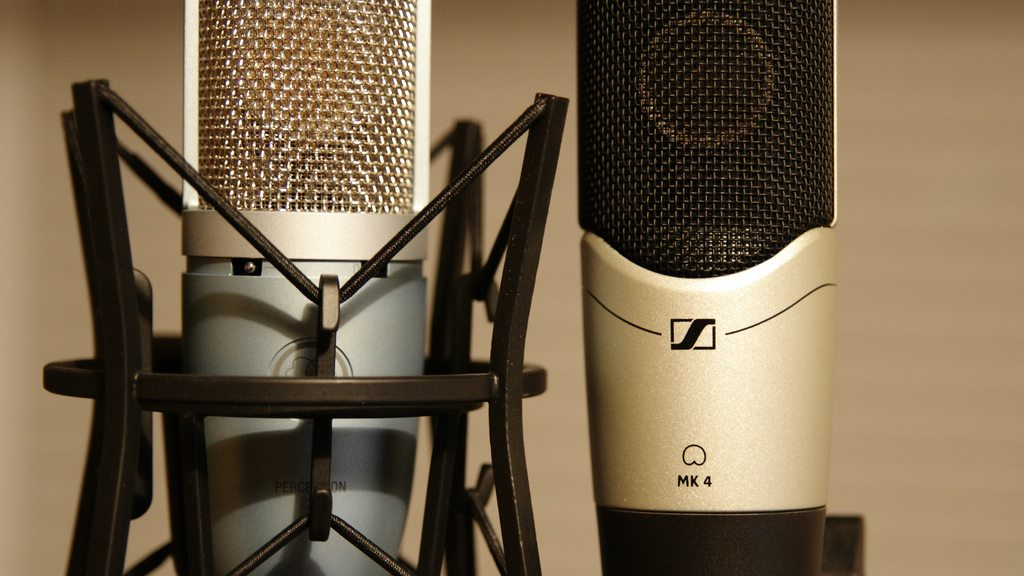 Sennheiser MK4 vs. AKG Perception 220
